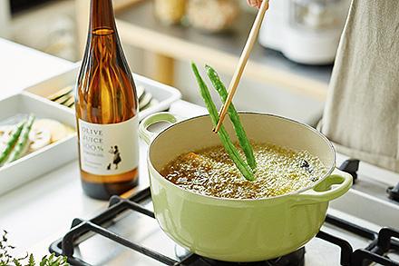 オリーブオイルは、実は揚げ物をするのにも最適な油だったのです!のサムネイル画像