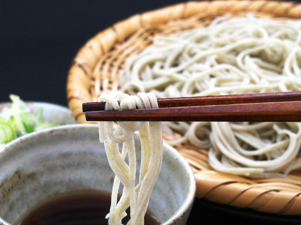 蕎麦粉はヘルシー志向の食材。食べ過ぎてもOKな蕎麦のカロリーのサムネイル画像