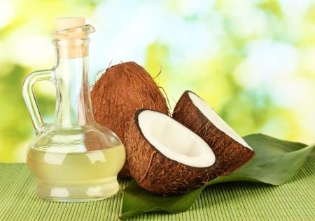 万能!体にとっても嬉しい、ココナッツオイルの驚くべき効果のサムネイル画像