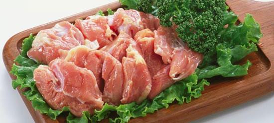 コラーゲン豊富な鶏肉!ダイエット中でも食べられる低カロリー食品のサムネイル画像