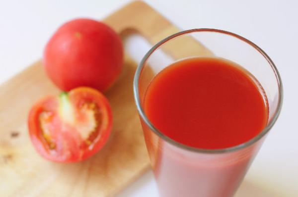 ダイエット?美白?知ってると得するトマトジュースの驚くべき効果!のサムネイル画像