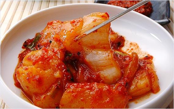 辛いだけじゃない!キムチの知られていない栄養とカロリーの秘密のサムネイル画像