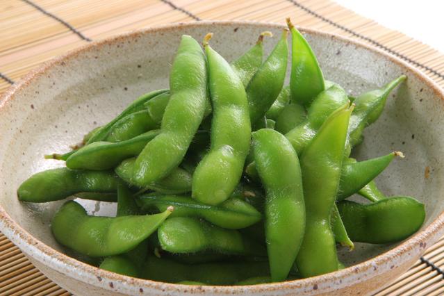 ダイエット中にもぴったり!枝豆の気になるカロリーと栄養素のサムネイル画像