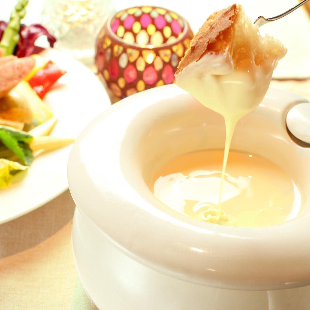 完全栄養食品と謳われるチーズ、その栄養とクッキング例を紹介のサムネイル画像