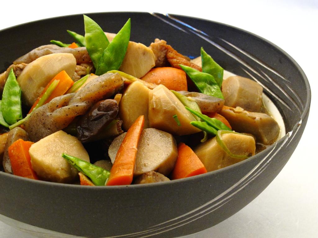 カロリー気にしなくてもいい!?様々な食材を摂れる筑前煮!のサムネイル画像
