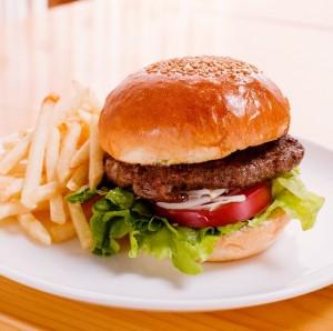 ボリューム満点のハンバーガー☆ハンバーガーのカロリーを調査!のサムネイル画像