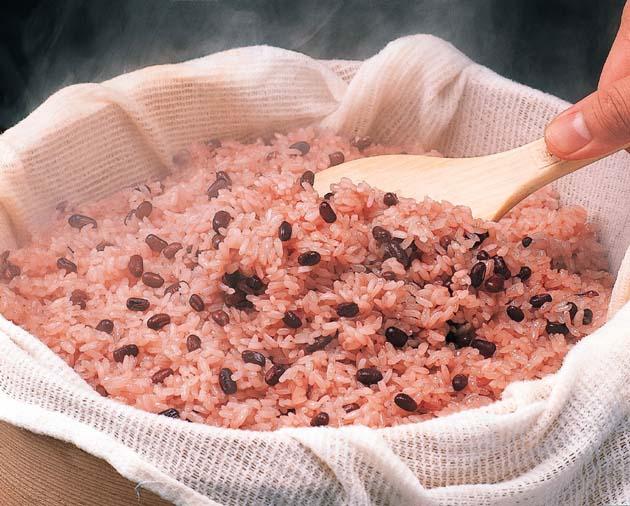 白米と比べてみよう!おかわりしたくなる赤飯のカロリーと栄養素!のサムネイル画像