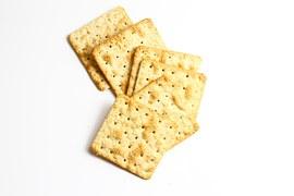 クラッカーってカロリーは高いの?おすすめレシピも紹介します!のサムネイル画像