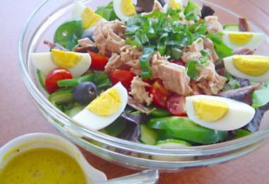 野菜サラダだからカロリーは気にしない!なんて大間違いです。要注意のサムネイル画像