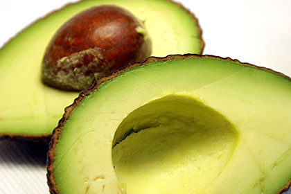 知ってた!?驚きのアボカドのカロリーと意外すぎるその栄養効果のサムネイル画像