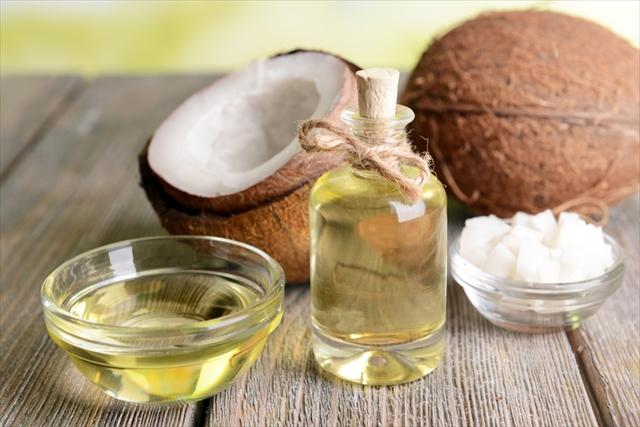 「健康油」として流行ったココナッツオイルの成分はやっぱりすごい!のサムネイル画像