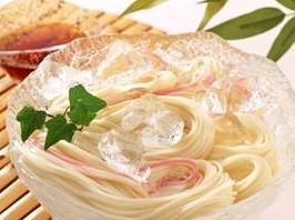 夏にはぴったりのそうめんですが、食べ過ぎると太る傾向が!のサムネイル画像