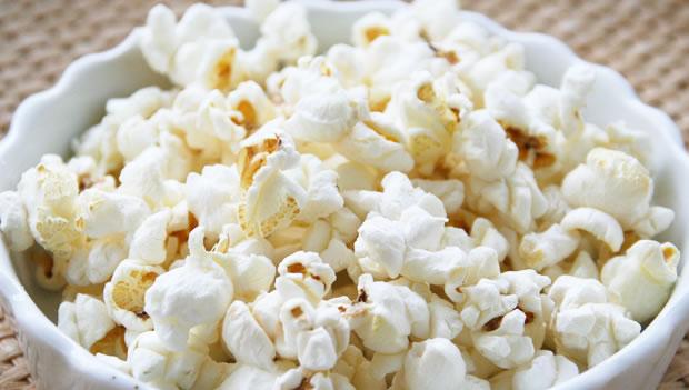 ポップコーンを毎日食べ続けると太るって本当?その理由は?のサムネイル画像