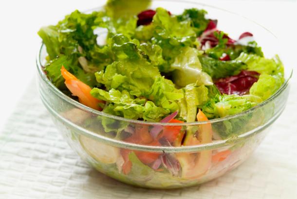 ダイエットでサラダだけ!それって正しいの?サラダのカロリーのサムネイル画像