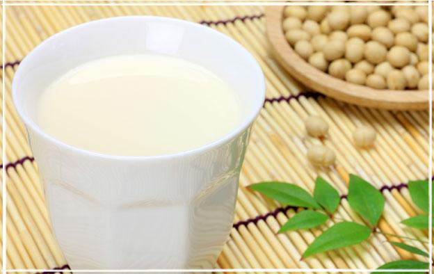 豆乳とダイエットの関係とは?豆乳は太る?気になるカロリーや飲み方のサムネイル画像