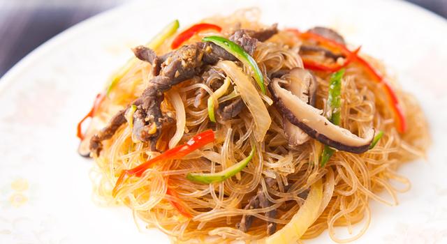春雨で作る韓国家庭料理チャプチェのカロリーは低い?高い?のサムネイル画像