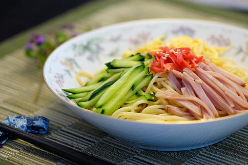 噂の低カロリー麺で作る!!冷やし中華レシピの気になるカロリーは?のサムネイル画像