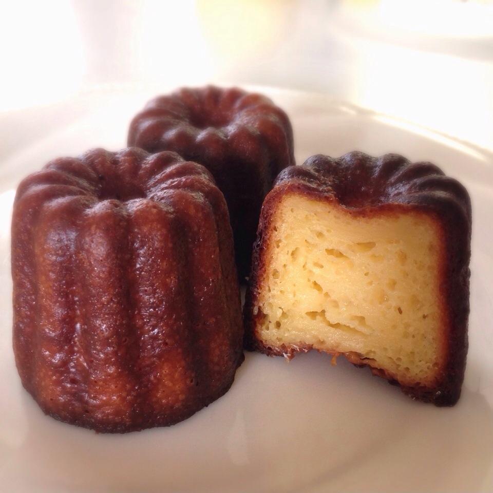 フランスの伝統菓子『カヌレ』そのカロリーは小さいけれど多い!?のサムネイル画像