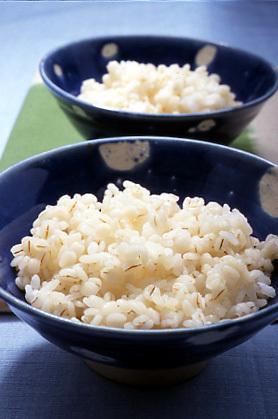 ダイエットにも効果あり!?カロリー控えめのもっちりおいしい麦ご飯のサムネイル画像