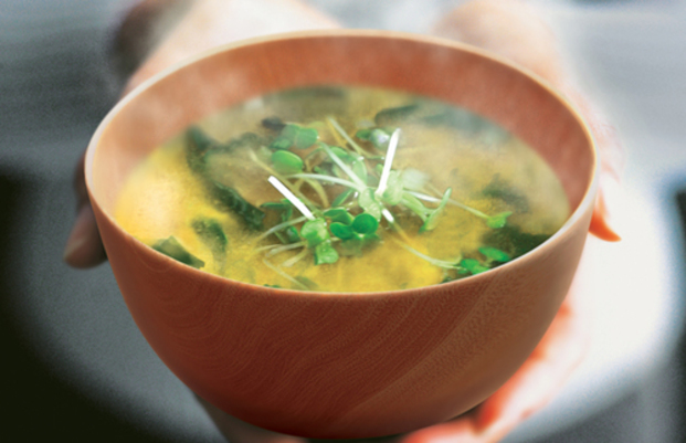 日本の食卓に欠かせないみそ汁!意外に知られていないカロリーとは?のサムネイル画像