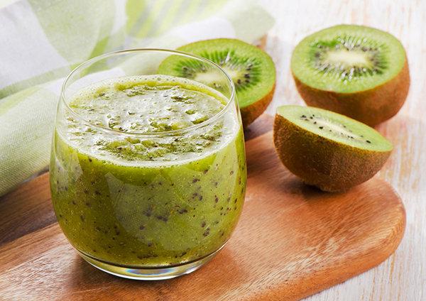 ビタミンたっぷり☆キウイで作る人気のフルーティースムージーのサムネイル画像