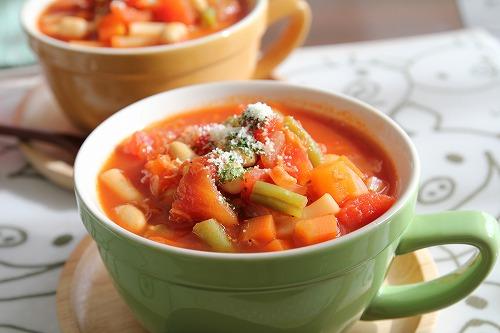 お腹満足!ダイエットに抜群◎たっぷり野菜の美味しいミネストローネのサムネイル画像