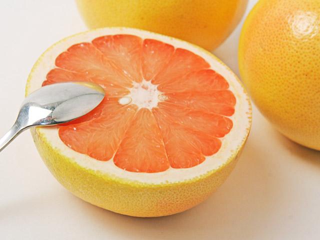 知らないなんて損してる!グレープフルーツのカロリーとその効果のサムネイル画像