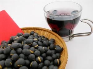 香ばしい薫りでほっと一息☆体も喜ぶ☆驚きの黒豆茶の効能!のサムネイル画像