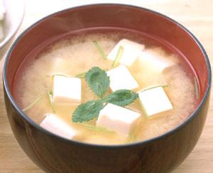体の芯からぽかぽか温まる!毎日飲みたい味噌汁の栄養効果とは!のサムネイル画像