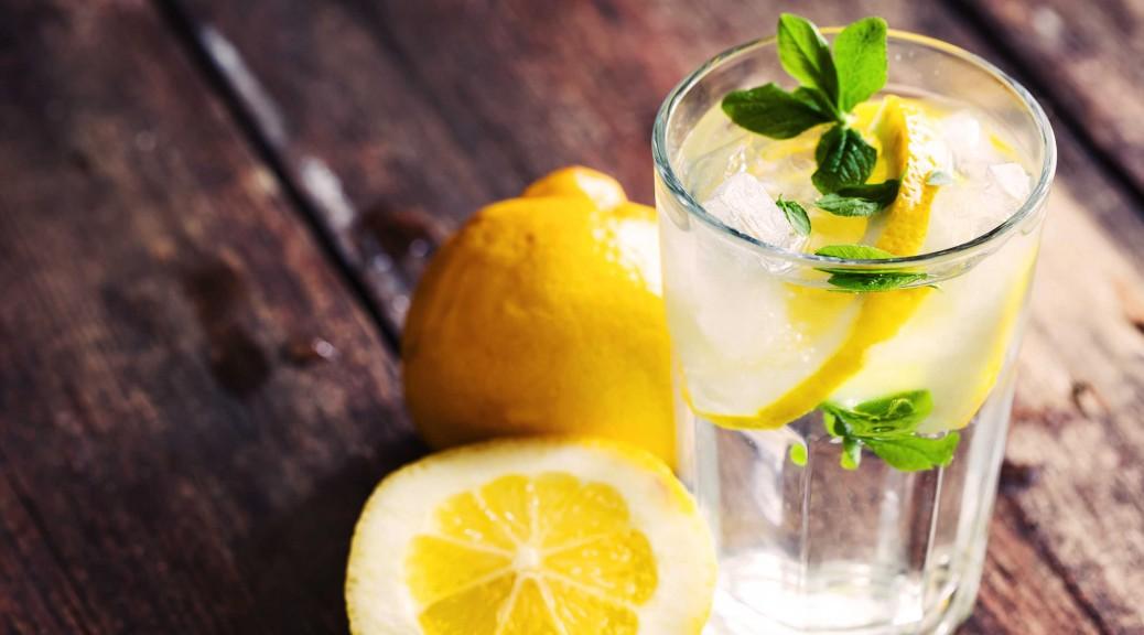 毎朝1杯で体の中からピカピカに!レモンウォーターのヒミツ♡のサムネイル画像