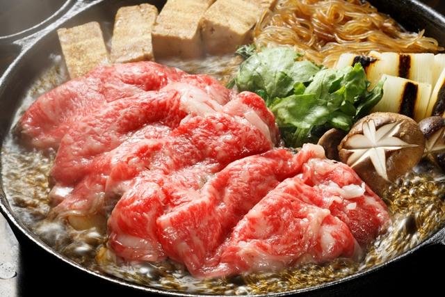 お鍋の定番すき焼き!美味しいけど気になるポイントは高カロリー?のサムネイル画像