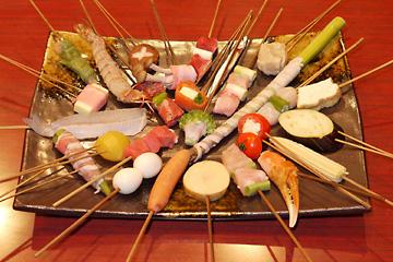ソースの相性抜群!何本も食べれちゃう美味しい串カツのカロリーは?のサムネイル画像