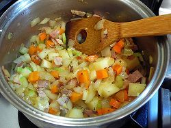 お腹満足!ダイエットに抜群◎たっぷり野菜の美味しいミネストローネの画像